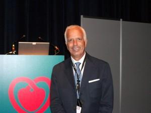2009 Barcellona (Spagna)- Il Prof. Scipione Carerj al Congresso della European Society of Cardiology. Sullo sfondo il logo della Società.