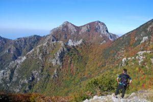 Monte Petricelle. Monte La Caccia, Monte Faghitello (in basso), visti da Serra del Finocchio. Ph F. Bevilacqua