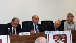 Al centro del tavolo  Giuseppe De Rita, presidente del Censis