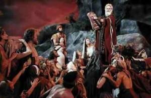 Mosè   consegna al popolo d'Israele i Dieci Comandamenti che sono contenuti in 179 parole  mentre il Regolamento Usa sulla vendita del cavolo verza ha avuto bisogno di 26.911 parole.