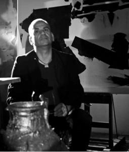 Luigi Magli nel suo studio ( Ph. A. Cilurzo).