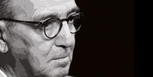 """Per Hans Kelsen ( giurista e filosofo austriaco, tra i più importanti teorici del diritto del Novecento) """"la democrazia è il regime migliore perché è quello in cui 'soffre' il minor numero di persone, ossia soffre solo la minoranza"""""""