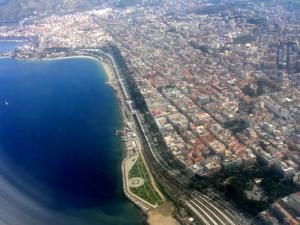 """Reggio Calabria """"città metropolitana"""" vista dall'alto."""