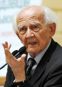 """Zygmunt Bauman, morto di recente, si è soffermato a lungo sulla cosiddetta """"società liquida"""". Ad avviso del prof. Spadaro """"in società sempre più multietniche e multiculturali, quindi 'liquide', come le nostre non serve 'più' democrazia (quantità), ma una 'migliore' democrazia (qualità)"""""""