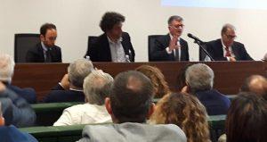 Un seminario di approfondimento sulle potenzialità e criticità delle fusioni tra Comuni si è tenuto nella Cittadella Regione il 15 maggio. I lavori della giornata, organizzata assieme al Formez, sono stati introdotti dal vicepresidente della Giunta regionale prof. Antonio Viscomi.