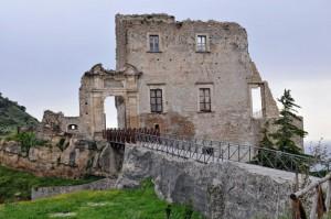 Paramento murario del castello di Fiumefreddo bruzio
